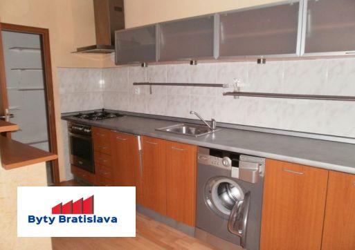 Nova ponuka, na predaj 2-izb.prerobeny slnečný byt, ul. Šancová, Ba I.