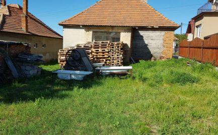 Predám pozemok 50m od lesa v tichej lokalite - Nitrinske Hrnčiarovce.