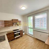 3 izbový byt, Senica, 66 m², Čiastočná rekonštrukcia