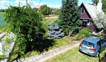 Rekreačná chata so záhradou a vinicou vo Veľkom Lapáši