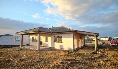 SKOLAUDOVANÝ 4 izbový rodinný dom pri lese, pozemok 572m2, terasa, prístrešok.