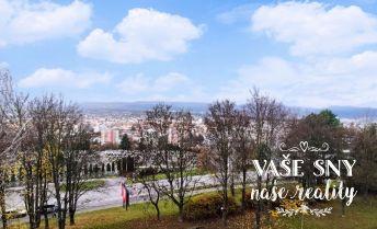 4 plus 1 byt v Trenčíne s krásnym výhľadom, čiastočná rekonštrukcia, veľký balkón