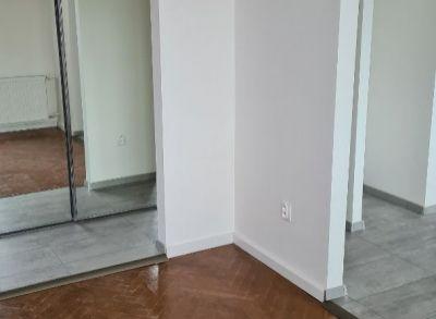 Ponúkame na predaj zrekonštruovaný  2-izbový byt s balkónom  v Bratislave I na Pražskej ulici