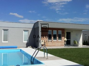 Predaj novostavba moderného 4-izbového domu s priestrannou záhradou a bazénom v Senec Gardens, Muškátová ulica.