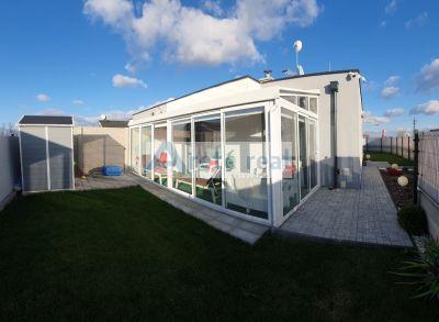 Areté real - Vám ponúka na predaj veľmi pekný dom blízko Seneckých jazier.