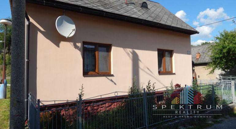 REZERVOVANÉ-Na predaj 2-izbový rodinný dom 150 m2, Valaská Belá, okres Prievidza