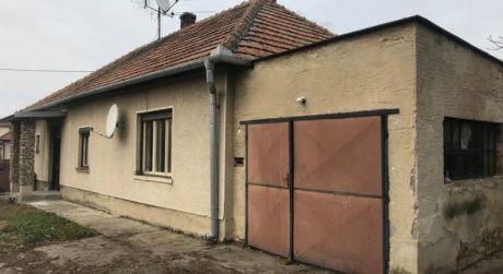 Predaj - 2 izbový rodinný dom s garážou a prístavbou, Zlatná na Ostrove