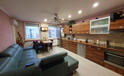 Ponúkame Vám na predaj kompletne prerobený, čiastočne zariadený 3 izbový byt v meste Štúrovo