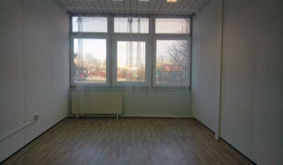 Prenájom sklad kancelária/ viacúčelová miestnosť, bezbariérová 24m2, LEN 8,-€/ m2! ul. Polianky, BA IV., Dúbravka.