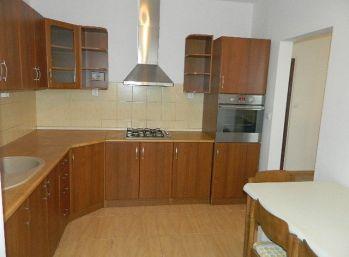 Prenajmeme veľký kompletne prerobený, čiastočne zariadený byt v Seredi