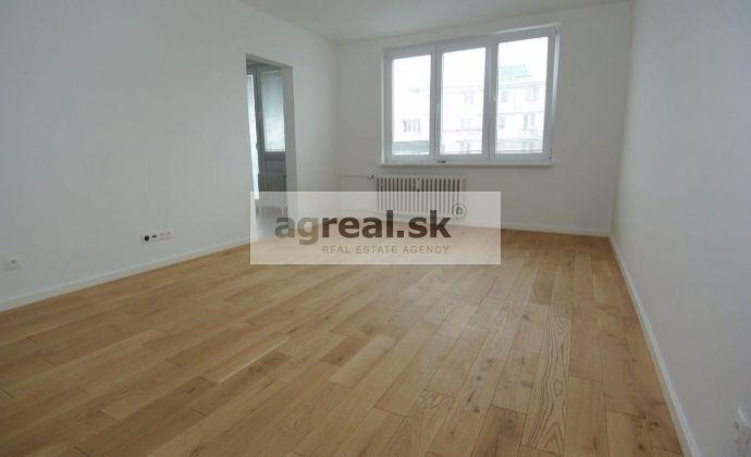 REZERVOVANÉ!!! Prenájom, priestranný 3-izb. byt (70 m2 + loggia 3 m2 + balkón 1,5 m2) po kompletnej rekonštrukcii (2020) v Top lokalite za Račianskym mýtom, ul. Piešťanská, BA III- Nové mesto