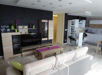 PROMINENT REAL prenajme priestranný 4 izbový byt na Orieškovej ulici.