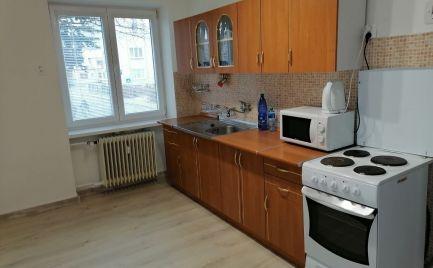 Ponúkame Vám na prenájom 2 izbový byt v centre mesta.