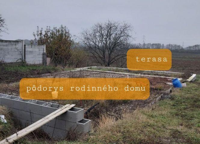 pre rodinné domy - Zavar - Fotografia 1