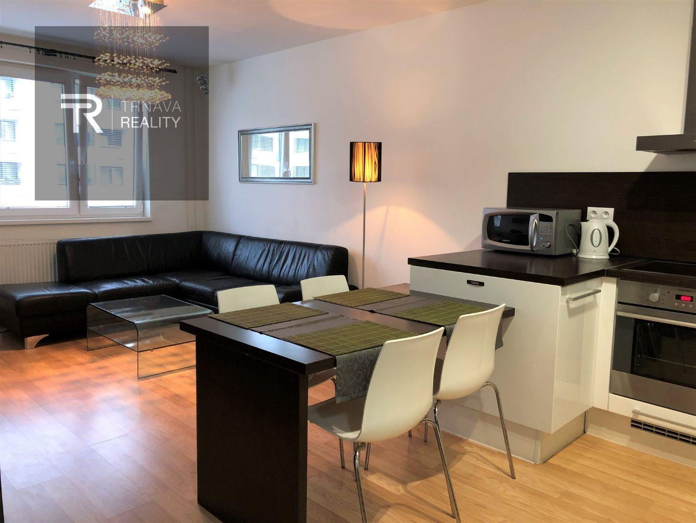 TRNAVA REALITY - 2 izb. byt s loggiou a parkovacím miestom v novostavbe Arbória - Trnava