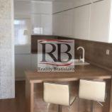 Slnečný 2-izbový byt v novostavbe na Muchovom námestí , Petržalka
