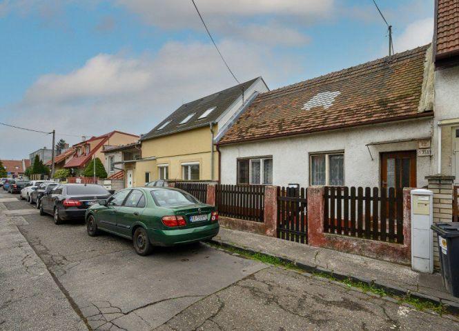 Rodinný dom - Bratislava-Ružinov - Fotografia 1