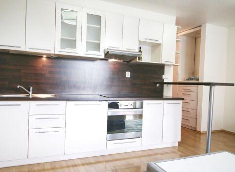 PRENAJATÝ - Na prenájom útulný 2 izbový byt s balkónom v novostavbe v obľúbenej časti Petržalky