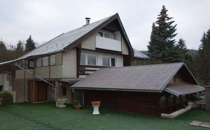 Rodinná usadlosť s garážou v Dolnej Súči - časť Polníky s 1015 m2 pozemkom