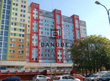 Predaj 3-izbový byt v Bratislave-Petržalke na Rovniankovej ulici.