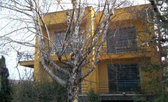 Štýlový rodinný dom v pokojnej časti Serede