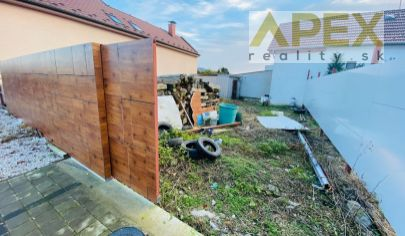 Exkluzívne APEX reality rovinatý pozemok v centre Šulekova s výmerou 206 m2, IS na pozemku