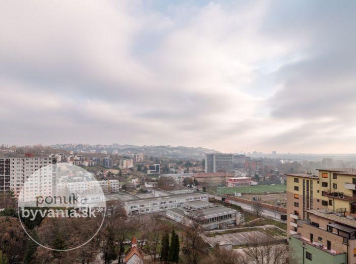 REZERVOVANÉ - GABČÍKOVA, 3-i byt, 82 m2 – 2x LOGGIA, zrekonštruovaný bytový dom, ŠATNÍK, výhľad na obe strany