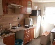 TOP Realitka – Exkluzívne – VIANOČNÁ ZĽAVA 5.000.- EUR! – UBYTOVŇA, 2 x 3-izb. ubytovacie bunky s príslušenstvom, 16 x posteľ, sklady 200m2, parking, výhľad Karpaty, tichá lokalita, Žabí majer - BA