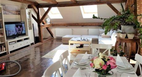 NASŤAHUJ SA! Predaj - kompletne prerobený meštiansky dom s terasovým posedením v centre Komárna. ZARIADENIE V CENE!