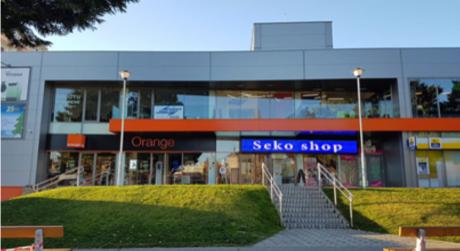 Prenájom - klimatizovaný obchodný priestor v obchodnom centre SEKO CENTER, Komárno