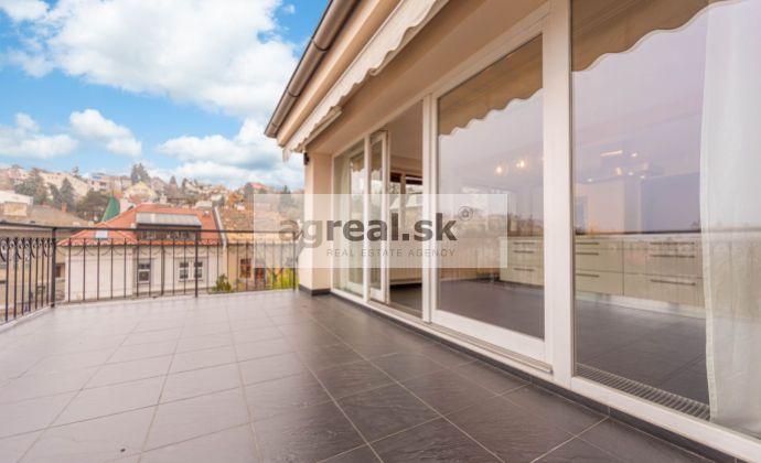 3-izbový luxusný nezariadený byt 180 m2 Šulekova ulica s parkovaním