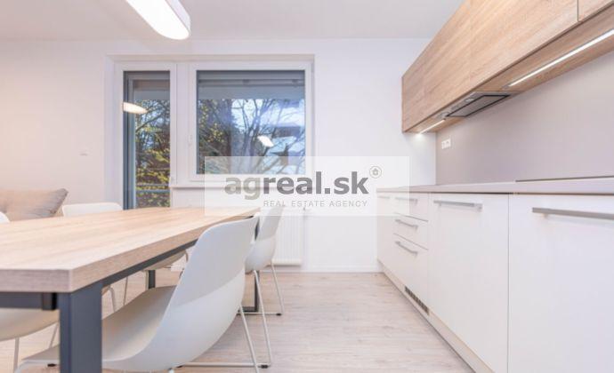 2-izbový zariadený byt s výhľadom do lesa, Vlárska ulica, parking v garáži