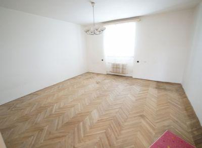 REZERVOVANÉ : Predám 3 izbový tehlový, veľkometrážny byt (96 m2) v širšom centre Martina