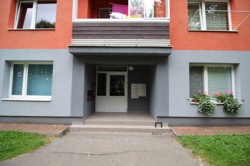 EXKLUZÍVNE !!!  3 - izbový byt na sídlisku ŽAREC