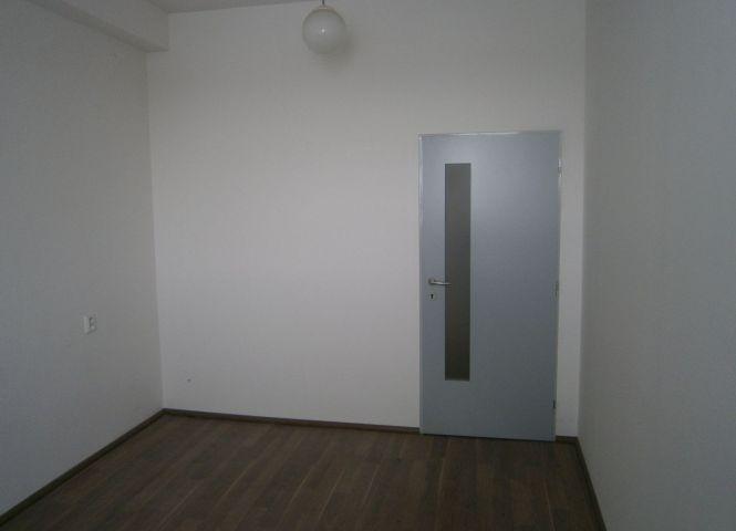 administratívna budova - Nové Zámky - Fotografia 1