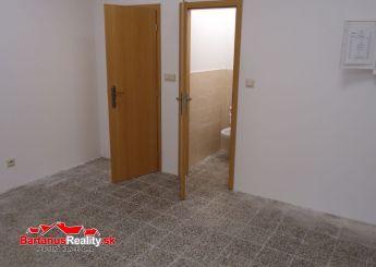 Na prenájom komerčné a prevádzkové priestory s rozlohou 38,26 m2, Trenčín Centrum, ul. Hviezdoslavova