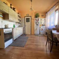 2 izbový byt, Valaská, 57 m², Čiastočná rekonštrukcia