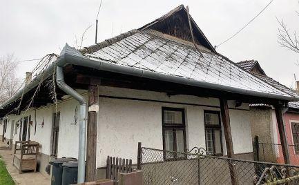 MAĎARSKO - ZA OBCOU BUZICA 2 PEKNÉ SEDLIACKE DOMY  NA JEDNOM NÁDVORÍ
