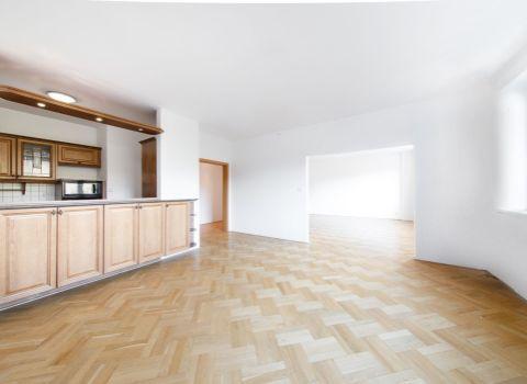 PREDANÝ - na predaj slnečný 3 izbový byt (96 m2) a garážovým boxom v obľúbenej časti Ružinova
