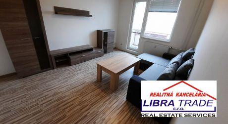 PREDAJ - čiastočne prerobený 1 izbový byt s loggiou a zariadením na VII. sídlisku v Komárne