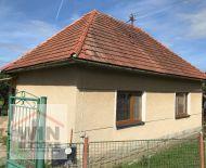 Rodinný dom na veľkom (3349m2) rovinatom pozemku, Podzámčok