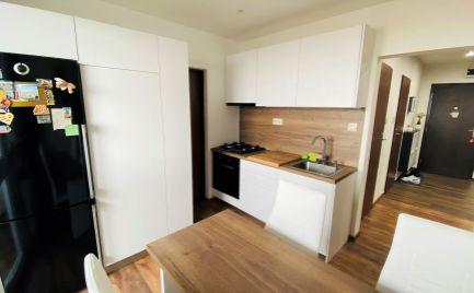 REZERVOVANÝ 3 izbový byt na prenájom + park. miesto, Martin centrum