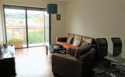 Ponúkame na prenájom 2-izbový byt s parkovacím miestom vo dvore v novej nadstavbe s krásnym výhľadom v Starom Meste na ulici Panenská, 650,-Eur aj s energiami