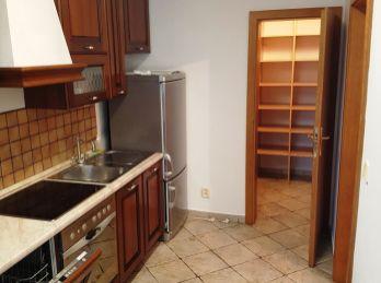 BA  III. Nové mesto 4 izbový nezariadený byt  pri VIVO