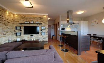 Krásny 2-izbový byt s  loggiou a parkingom