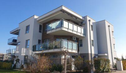 Predaj - REZERVOVANÉ- exkluzívny 3-i byt  s terasou a krásnym výhľadom v rezidenčnom komplexe SENEC GARDENS