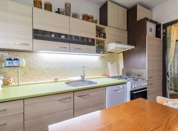 Predaj trojizbového bytu v širšom centre Šamorína, 89990,-€