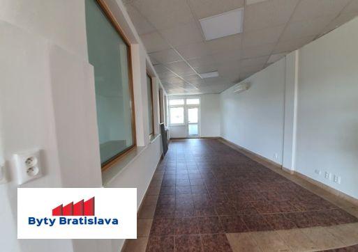 Províziu RK neplatíte!!! RK Byty Bratislava ponúka na prenájom obchodné priestory v OD Slimák, Hálkova, BA - Nové Mesto.