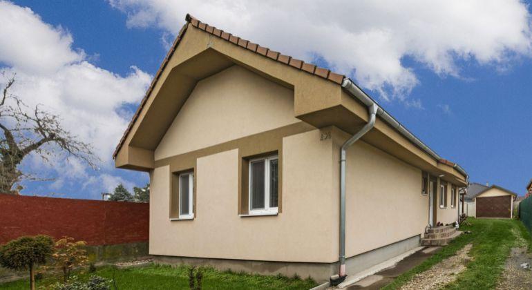 Útulný 4-izbový rodinný dom so záhradou a garážou v obci Hubice