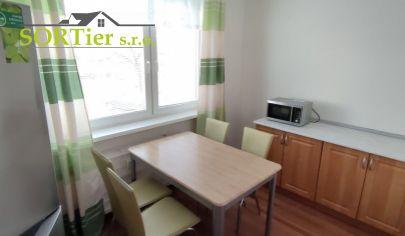 SORTier s.r.o. Vám exkluzívne ponúka na predaj pekný 2 izbový byt s balkónom v centre Malaciek.